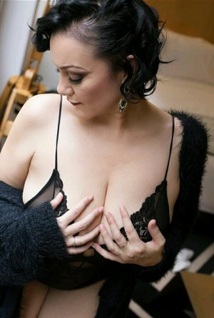 Romeline female escorts in Murray