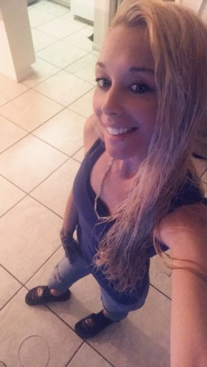 Tahyna escort in Davie